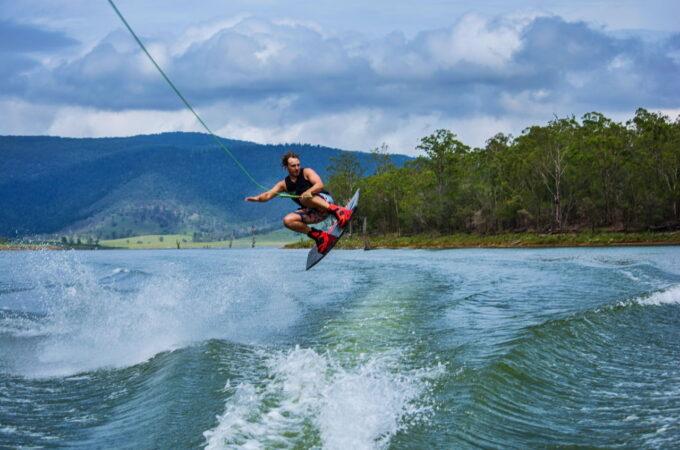 Wakeboarding – niezapomniane wrażenia i świetna zabawa